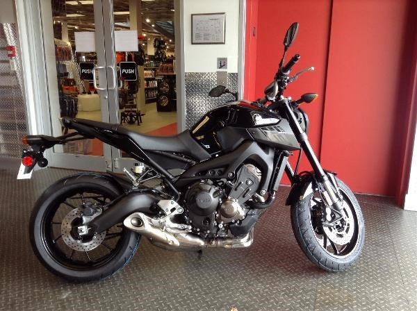 yamaha fz 09 metallic black 2016 new motorcycle for sale in langley serving greater vancouver. Black Bedroom Furniture Sets. Home Design Ideas
