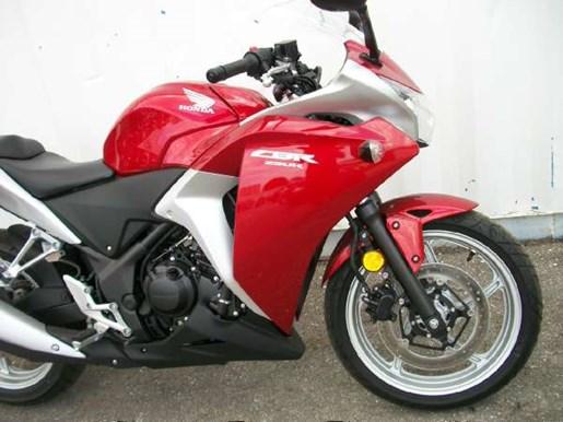 2011 Honda CBR250R Photo 3 of 9