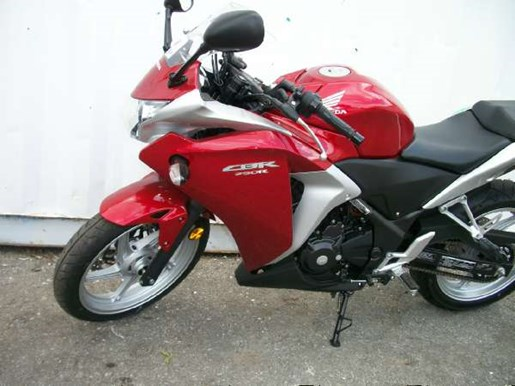 2011 Honda CBR250R Photo 6 of 9