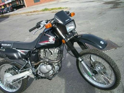 2011 Suzuki DR200SE Photo 3 of 12