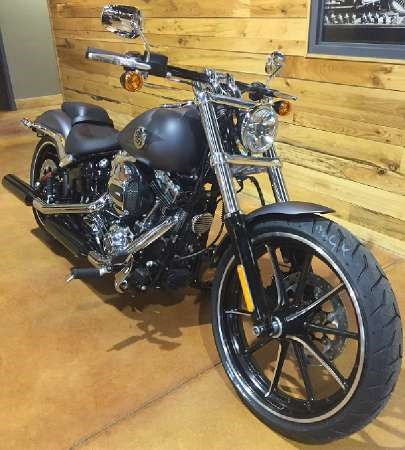 2016 Harley-Davidson Breakout Photo 2 of 8