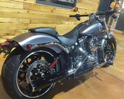 2016 Harley-Davidson Breakout Photo 6 of 8
