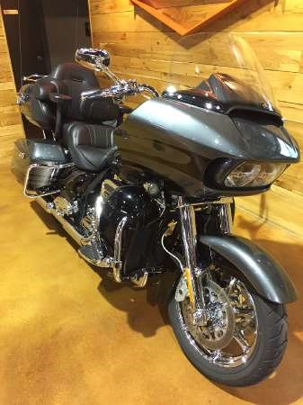 2016 Harley-Davidson CVO Road Glide Ultra Photo 2 of 15