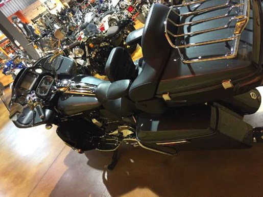 2016 Harley-Davidson CVO Road Glide Ultra Photo 7 of 15