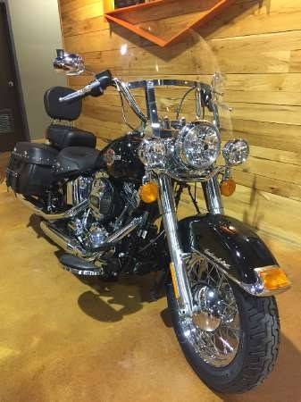 2017 Harley-Davidson Heritage Softail Classic Photo 2 of 9