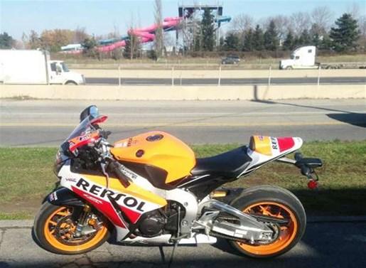 2015 Honda CBR1000 RR SP Photo 1 of 5