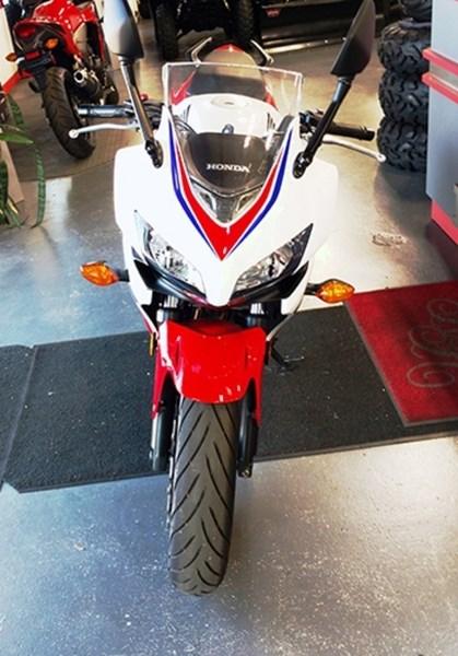 2014 Honda CBR500RTAE Photo 2 of 3