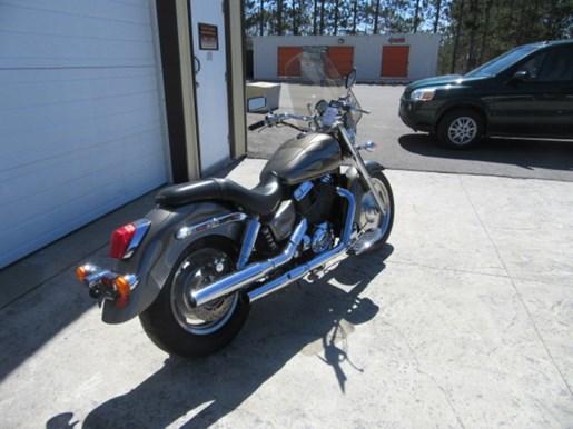 2006 Honda Shadow® Sabre™ Photo 3 of 9