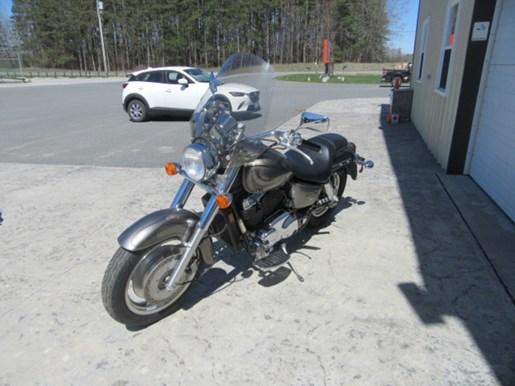 2006 Honda Shadow® Sabre™ Photo 7 of 9
