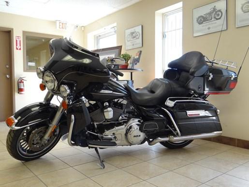 2011 Harley-Davidson FLHTK - Electra Glide® Ultra Limited Photo 3 of 11