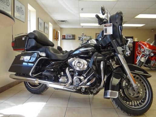 2011 Harley-Davidson FLHTK - Electra Glide® Ultra Limited Photo 4 of 11