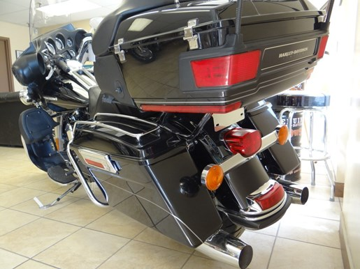 2011 Harley-Davidson FLHTK - Electra Glide® Ultra Limited Photo 8 of 11