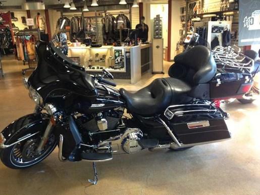 2011 Harley-Davidson FLHTK - Electra Glide® Ultra Limited Photo 9 of 11