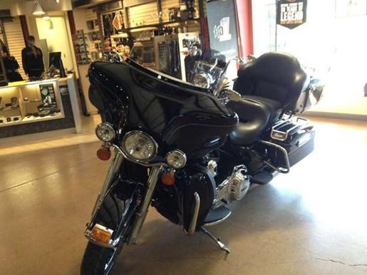 2011 Harley-Davidson FLHTK - Electra Glide® Ultra Limited Photo 10 of 11