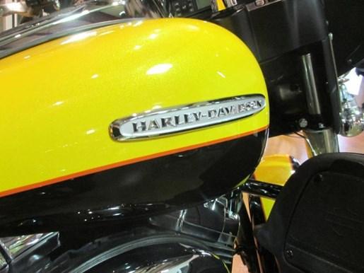 2013 Harley-Davidson FLHTK - Electra Glide® Ultra Limited Photo 9 of 10