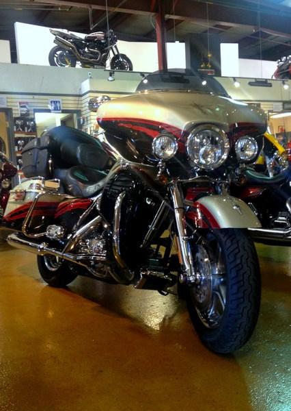 2006 Harley-Davidson FLHTCUSE - CVO Screamin' Eagle® Electra Glide® Photo 3 of 6