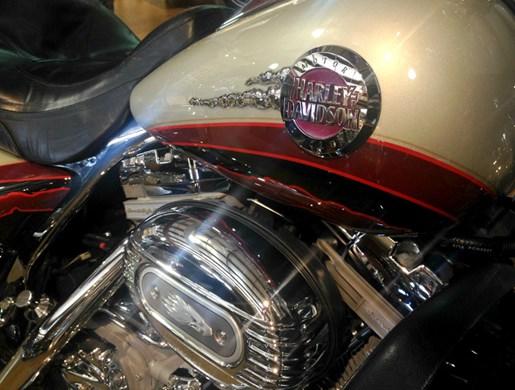 2006 Harley-Davidson FLHTCUSE - CVO Screamin' Eagle® Electra Glide® Photo 4 of 6