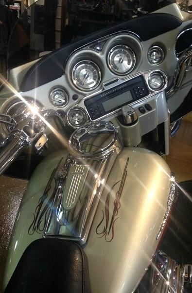 2006 Harley-Davidson FLHTCUSE - CVO Screamin' Eagle® Electra Glide® Photo 5 of 6