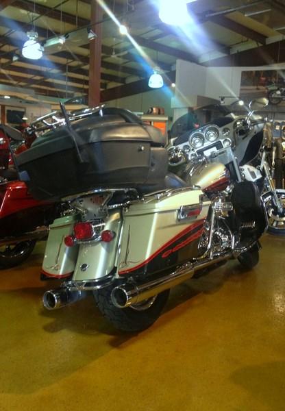 2006 Harley-Davidson FLHTCUSE - CVO Screamin' Eagle® Electra Glide® Photo 6 of 6