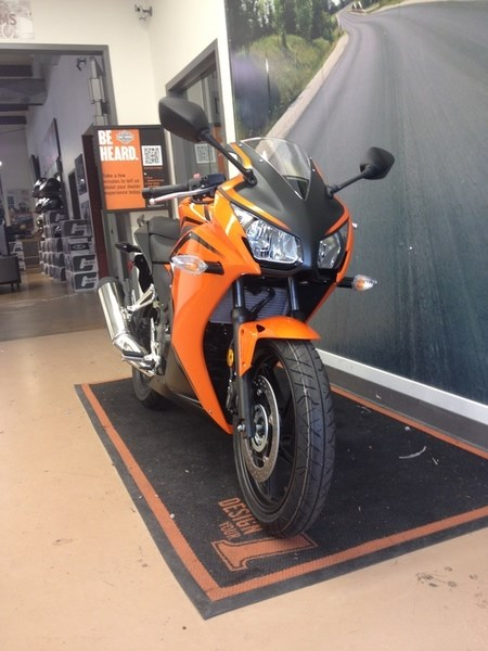 2016 Honda CBR300R ABS Photo 2 of 4