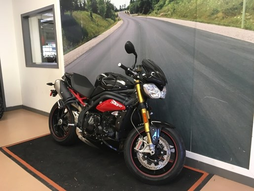 2014 Triumph Speed Triple Photo 2 of 4