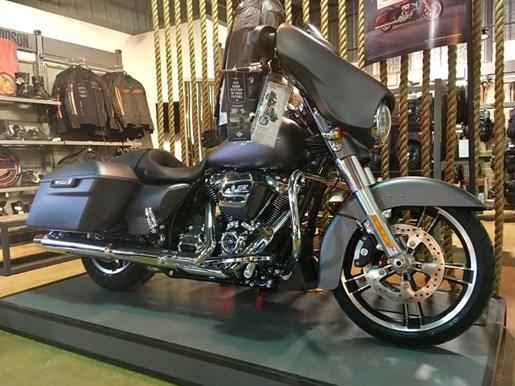 2017 Harley-Davidson FLHXS - Street Glide® Special Photo 2 of 7