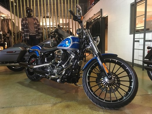 2017 Harley-Davidson FXSB - Breakout® Photo 2 of 6