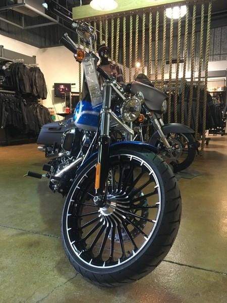 2017 Harley-Davidson FXSB - Breakout® Photo 3 of 6