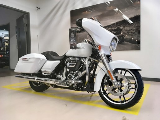 2017 Harley-Davidson FLHXS - Street Glide® Special Photo 2 of 11