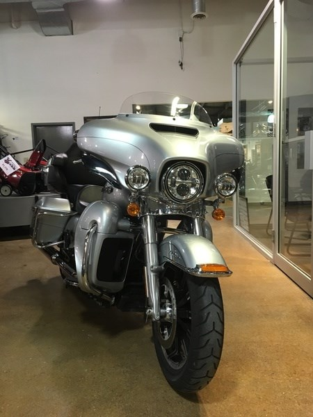 2015 Harley-Davidson FLHTCUL - Electra Glide® Ultra Classic® Low Photo 3 of 6
