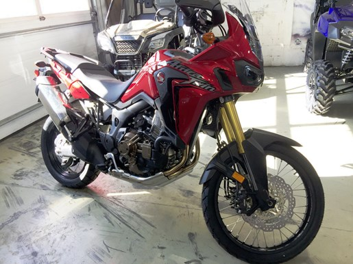 2017 Honda Africa Twin® DCT Candy Red Photo 2 of 5