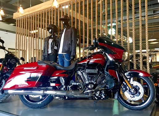 2017 Harley-Davidson FLHXSE - CVO™ Street Glide® Photo 1 of 12