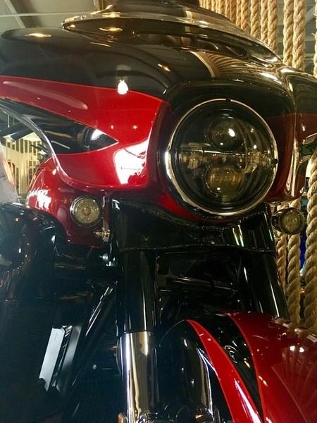 2017 Harley-Davidson FLHXSE - CVO™ Street Glide® Photo 4 of 12
