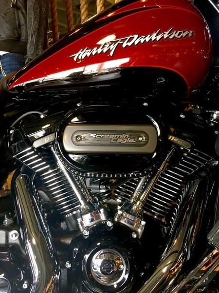 2017 Harley-Davidson FLHXSE - CVO™ Street Glide® Photo 8 of 12
