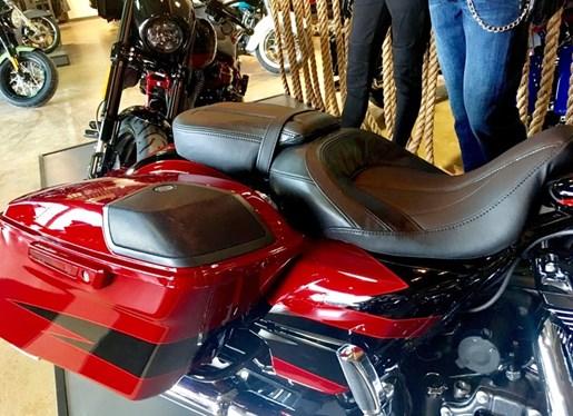 2017 Harley-Davidson FLHXSE - CVO™ Street Glide® Photo 10 of 12