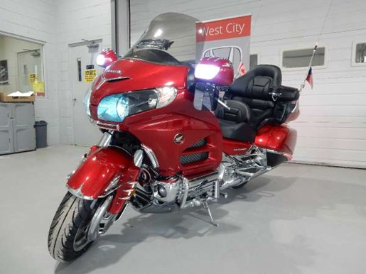 2016 Honda Gold Wing ABS Candy Prominence Red Photo 1 of 32