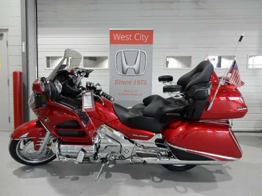 2016 Honda Gold Wing ABS Candy Prominence Red Photo 2 of 32