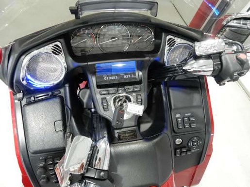 2016 Honda Gold Wing ABS Candy Prominence Red Photo 5 of 32