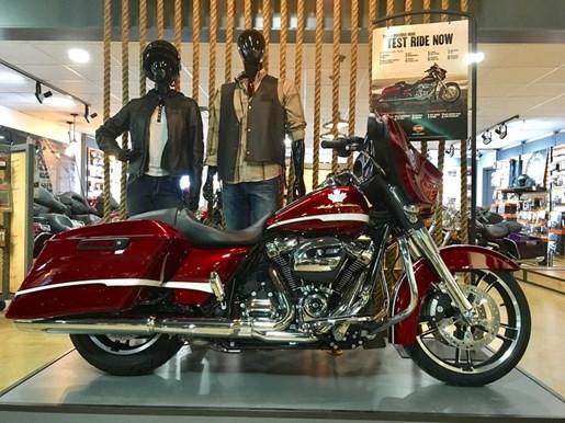 2017 Harley-Davidson FLHXS - Street Glide® Special Photo 1 of 17