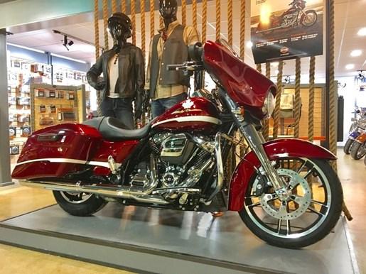 2017 Harley-Davidson FLHXS - Street Glide® Special Photo 2 of 17