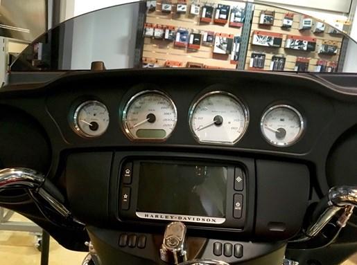 2017 Harley-Davidson FLHXS - Street Glide® Special Photo 8 of 17