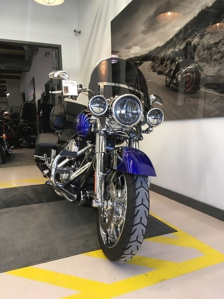2008 Harley-Davidson FLHRSE4 - CVO® Road King® Photo 3 of 15