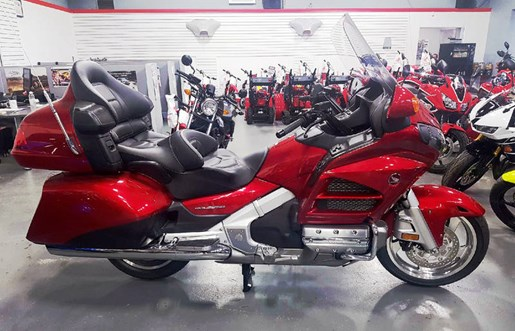 2017 Honda Gold Wing ABS Candy Red Photo 3 of 8