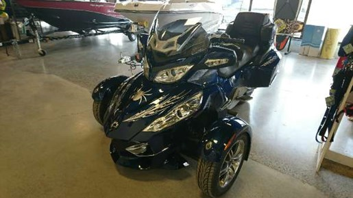 2010 Can-Am Spyder RT-S SM5 Photo 2 of 8