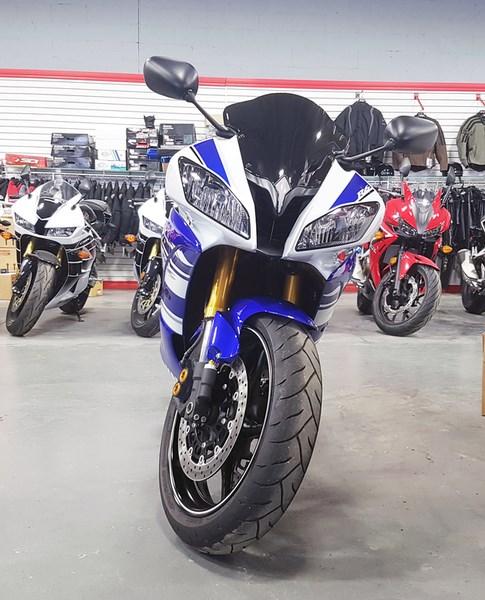 2014 Yamaha YZF-R6 Photo 2 of 5