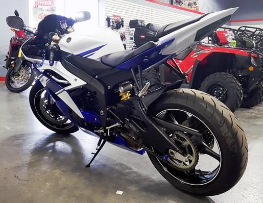 2014 Yamaha YZF-R6 Photo 3 of 5