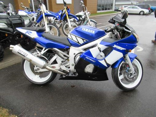 2001 Yamaha YZF-R6 Photo 2 of 7