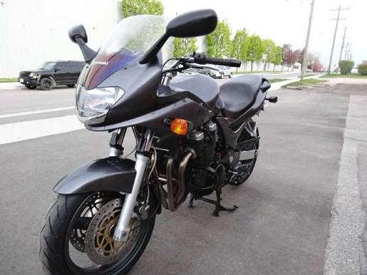 2002 Kawasaki ZR-7S Photo 2 of 3