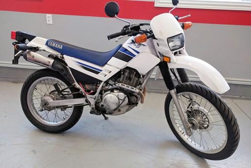 2001 Yamaha XT225 Photo 1 of 4