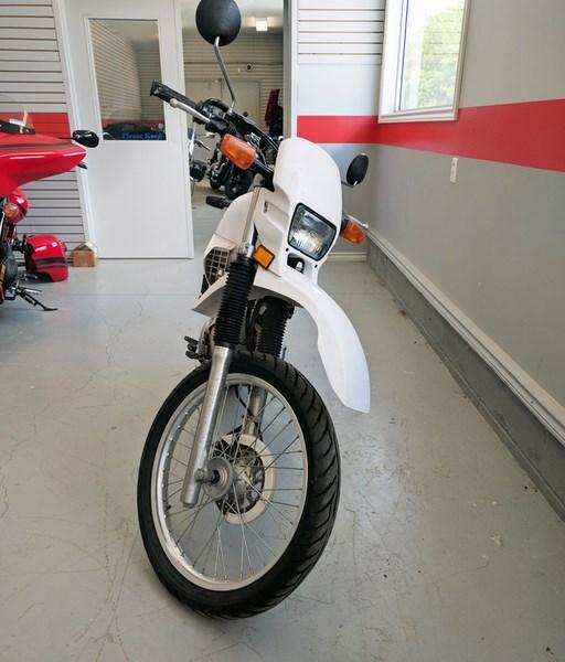 2001 Yamaha XT225 Photo 2 of 4